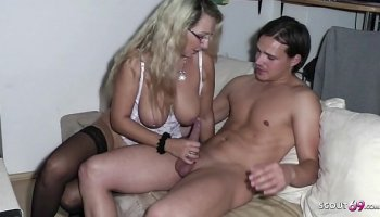 Busty mature lady fucked in massage parlor